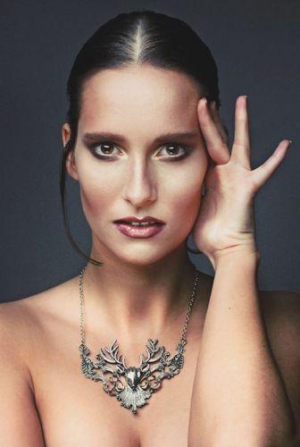 Facelounge von Sima Koocheki ist spezialisiert auf Portrait, Beauty- und Modefotografie portraitfotos-fotostudio-oldenburg-Facelounge-Portrait-Beauty-Bremen-fotografie-makeup-portfolio-foto-frau-mann.